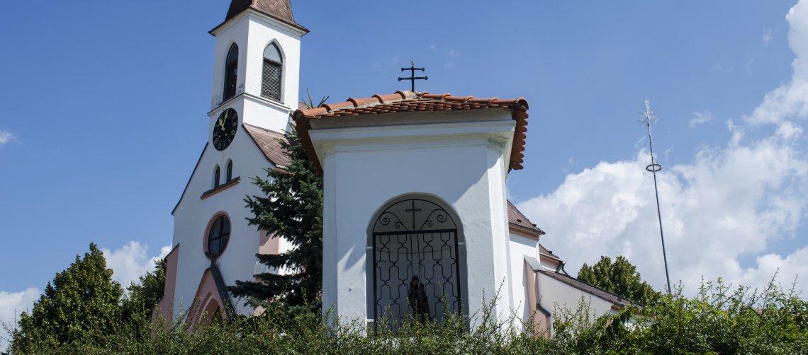 Kostel sv. Panny Marie a kaplička